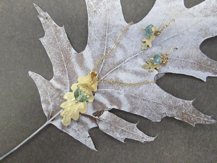 acorn_and_leaf1.JPG